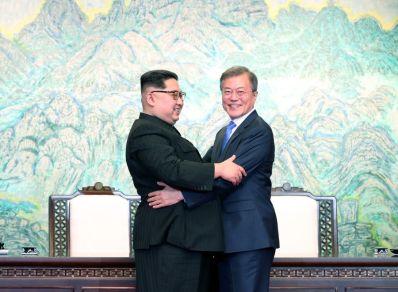 North Korea Kim Jong Un South Korea President Moon Jae In meets and shakes hand Hug